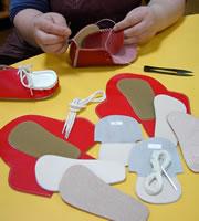 手作り作業は針と糸で縫うだけです。