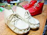 ブーツシック&カジュアル(おがみモカ)白と赤